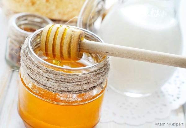 Молоко и мед для приготовления маски с токоферолом