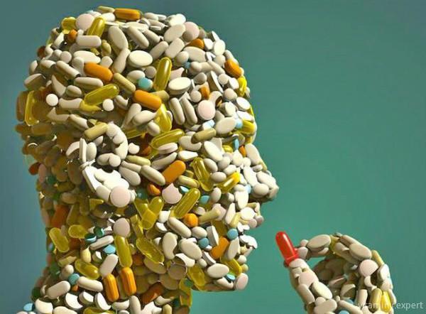 Переизбыток витамина Д бывает в результате бесконтрольного приема витаминных комплексов