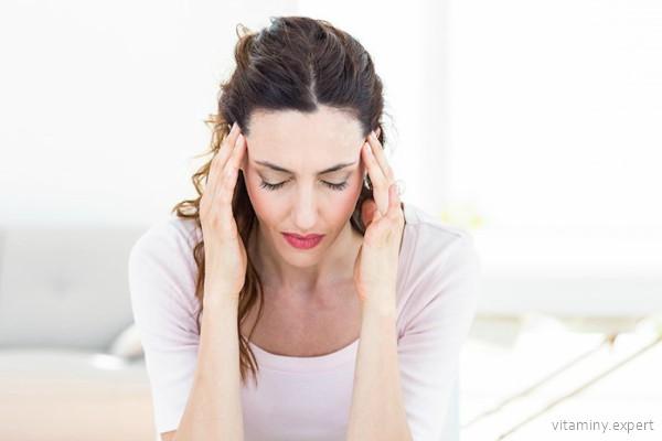 Повышенная утомляемость и головные боли могут указывать на недостаток пантотеновой кислоты