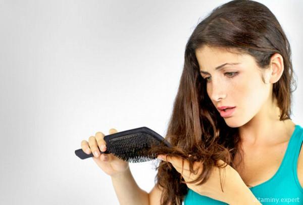 При недостатке фолиевой кислоты страдают волосы