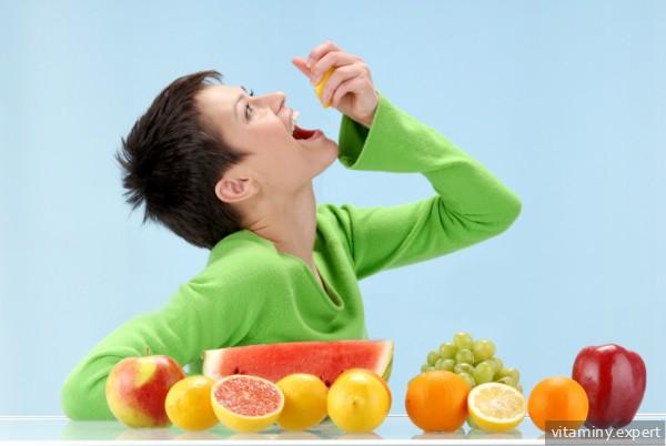 Женщина с фруктами