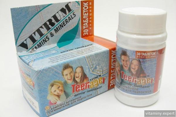 Коробка и баночка с витаминами