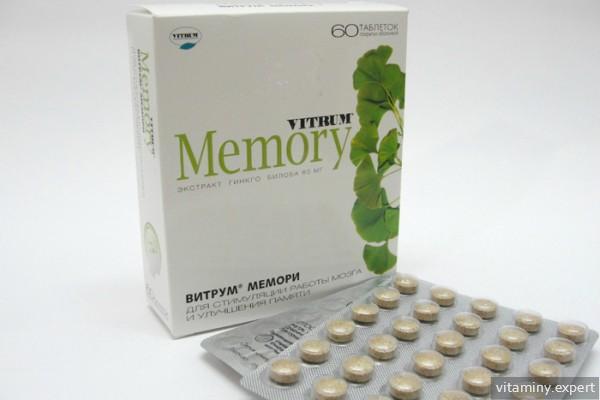 Упаковка от препарата и блистеры с таблетками