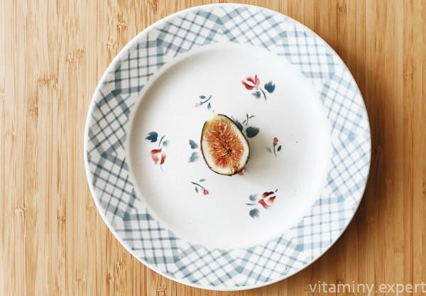 Инжир на тарелке