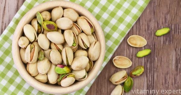 Орешки на столе